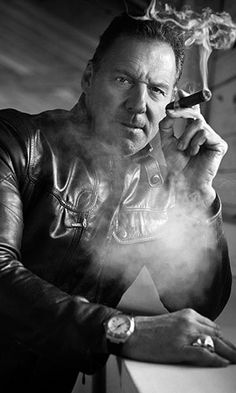Smoking Ban, Man Smoking, Cigar Smoking, Famous Cigars, Smoking Celebrities, Cigar Shops, Cigar Men, Good Cigars, Daddy Bear