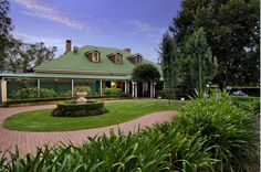 Peppers Guest House rooms and suites are perfectly situated for enjoying the wine country lifestyle, and beautiful scenery. The private exclusive self-contained four bedroom Homestead is ideal for families and larger groups.