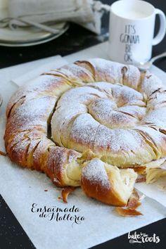 :) Ensaïmada de Mallorca   Bake to the roots - lockerer Hefeteig mit reichlich Butter (als Schicht eingearbeitet wie Blätterteig), Zucker und Ei - mal was anderes - http://baketotheroots.de/ensaimada-de-mallorca-2/
