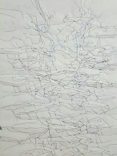 [구김] 종이를 말아 구긴 뒤 나타나는 선들을 따라 그려 봄.