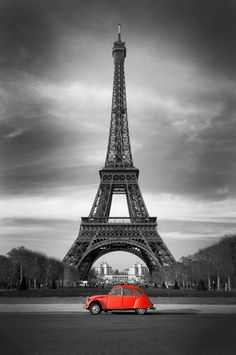Tour Eiffel et voiture rouge- Paris Self-Adhesive Wall Mural • Pixers® • We live to change