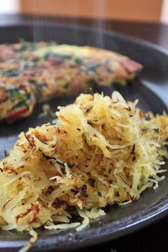 Simple Spaghetti Squash Hash 1 cup (155g) of cooked spaghetti squash Non-stick cooking spray Kosher salt and pepper