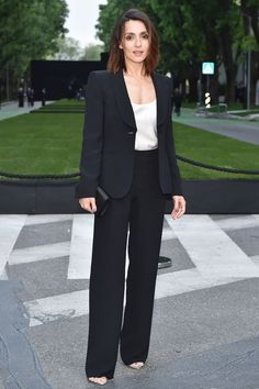 TRENDS: Armani Suits- crisp black suit and a silk blouse. Business Outfits, Business Attire, Party Fashion, Work Fashion, Interview Suits, Armani Suits, Suits For Women, Clothes For Women, Core Wardrobe