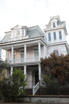 New Orleans Garden District, would love to travel to N.amongst other things/places. Beautiful Dream, Beautiful Homes, Beautiful Places, New Orleans Homes, New Orleans Louisiana, New Orleans Architecture, Southern Architecture, Victorian Architecture, New Orleans Garden District