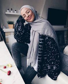 Pinterest °@celya-Akr Modest Fashion Hijab, Modern Hijab Fashion, Street Hijab Fashion, Casual Hijab Outfit, Hijab Chic, Muslim Fashion, Modest Outfits, Classy Outfits, Fashion Outfits