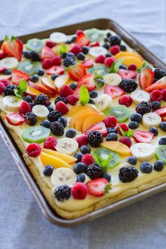 homemade cream cheese pastry, almond cream filling and fresh fruit! So much better than dessert pizza! Fruit Flan Recipe, Fruit Recipes, Dessert Recipes, Cuban Recipes, Pizza Dessert, Flan Dessert, Fruit Dessert, Cream Cheese Pastry, Yummy Treats