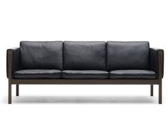 Choosing A Leather Sofa. Transform your interior decor with a new sofa. Considering the variety of styles to pick from choosing the right couch can be challenging. It is always smart to take a look at several choices before you buy a sofa. Unique Furniture, Sofa Furniture, Furniture Design, Leather Furniture, Luxury Furniture, Furniture Ideas, Industrial Interiors, Industrial Furniture, Industrial Design