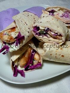 Tortilly plněné kuřecím masem, zelným salátem a bylinkovým dresingem Dip, Tacos, Mexican, Ethnic Recipes, Food, Salsa, Essen, Meals, Yemek