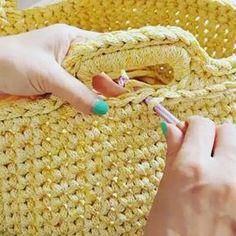 Vídeo bacana de como fazer acabamento de correntinha nos cestos @w__queena #auladecroche #acabamentocroche #videoaula #aprendendocroche #cestocroche #cestoorganizador #crochelovers #crochetaddict #crochetinspiration #knittingaddict #knitting_inspiration #penyeip #uncinetto #gancillo #ganchilloxxl #fiodemalha Thanks @w__queena