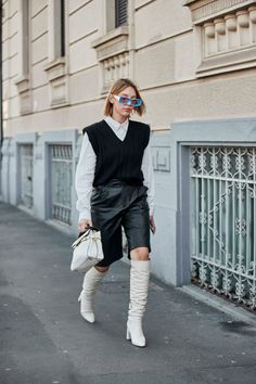 The Best Street Style Looks From Milan Fashion Week Fall 2020 - Fashionista London Fashion Weeks, Milan Fashion Week Street Style, Look Street Style, Milano Fashion Week, Summer Fashion Trends, Autumn Street Style, Cool Street Fashion, Summer Trends, Estilo Preppy