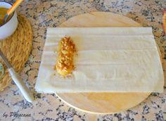 Pastéis de maçã e nozes Portuguese Desserts, Portuguese Recipes, Portuguese Food, Christmas Events, Pound Cake Recipes, Strudel, Deserts, Good Food, Brunch