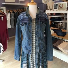 Jean Jacket NWT! Nordstrom New With Tags! Melrose jacket with adorable detail. Feel free to ask questions :) Loved in Portland, Oregon. 🌲 Nordstrom Jackets & Coats Jean Jackets