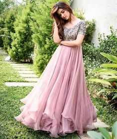 Best new year indo western gown collection for party 6 Lehenga Designs, Kurta Designs, Half Saree Designs, Dress Designs, Long Gown Dress, Frock Dress, The Dress, Long Gowns, Indian Designer Outfits