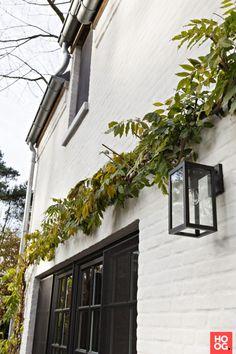 Exterior Paint Colors, Exterior Design, Brick Cottage, Roof Paint, Sims Building, Home Porch, Country Style House Plans, Exterior Lighting, Big Houses
