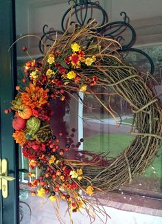 How to Make a Thanksgiving Grapevine Wreath. This holiday season greet guests with a gorgeous grapevine wreath. Easy Fall Wreaths, Diy Fall Wreath, Fall Diy, Holiday Wreaths, Autumn Decorating, Hello Autumn, Autumn Fall, Fall Crafts, Grapevine Wreath