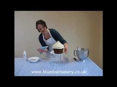 How to Decorate and Ice a Giant Cupcake (Piping)