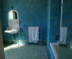 Eltham Palace is amazing, a purpose built 1920s party house stuck onto a Tudor hall. This bathroom though is my favorite, in person these tiles are every shade of turquoise you can imagine.