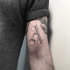 French tattoo artist Léo Gavaggio, who's based in Parisian studio L'Encrerie, specializes in these sophisticated, fine-lined typographic. Bicep Tattoo, Arm Tattoos, Arm Band Tattoo, Tatoos, Great Tattoos, Small Tattoos, Tattoos For Guys, Letter L Tattoo, Typographic Tattoo