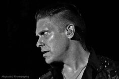 #Repost @majewskiphotography: @TheBrentSmith of @Shinedown.  #threattosurvival #shinedown #brentsmith #carnivalofmadness #stonepony - facebook.com/ShinedownsNation