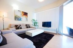 E&T Holiday Homes - La Riviera Dubai Located in Dubai, this air-conditioned apartment features free WiFi and a balcony. The apartment is 3.7 km from Ibn Battuta Mall. Free private parking is available on site.  There is a dining area and a kitchen complete with a microwave and a...