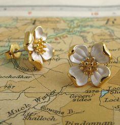 """In Season 2, Shoshanna wears these """"pretty, almost grown up earrings"""" -Jenn Rogien"""