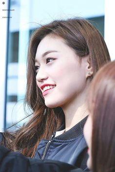 dedicated to female kpop idols. Kim Chungha, Jeon Somi, Kpop Girls, Idol, Singer, Actresses, Female, Lady, Beauty