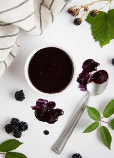 Balsamic Blackberry Vinaigrette - This tangy blackberry vinaigrette has just the right balance of sweet and savory to rock your tastebuds with a fresh new use for summertime blackberries. - Feasting Not Fasting Fruit Recipes, Sauce Recipes, Cooking Recipes, Healthy Recipes, Vegetarian Recipes, Blackberry Recipes Savory, Healthy Eats, Top Recipes, Healthy Dinners