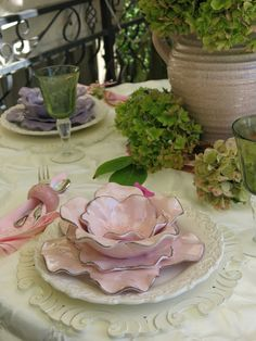 Fading Blooms Tablescape - Purple Chocolat Home Beautiful Table Settings, Easter Table, Easter Decor, Table Arrangements, Holiday Tables, Decoration Table, Dinner Table, Tablescapes, Dinnerware