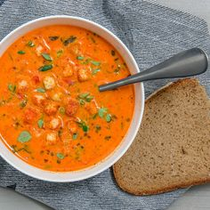 Pepper soup with herbs- Paprikasuppe mit Kräutern Pepper soup recipe - Easy Soup Recipes, Fish Recipes, Healthy Recipes, Healthy Soup, Stuffed Pepper Soup, Stuffed Peppers, Classic Stew Recipe, Vegan Tomato Soup, Vegan Stew