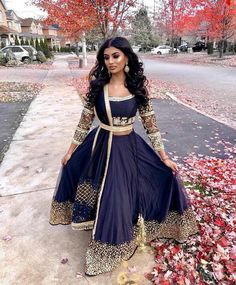 Kleider Navy blue lengha Do You Have Pest Protection? Indian Fashion Dresses, Indian Bridal Outfits, Dress Indian Style, Indian Designer Outfits, Pakistani Outfits, Asian Fashion Indian, Blue Lengha, Lengha Choli, Red Lehenga