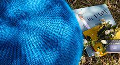Este bonito y cómodo puf puede ser un regalo precioso para el día del padre. La lana que hemos escogido en nuestro taller de laboreses resistente y suave, y además es fácil de tejer. Sigue las instrucciones que te mostramos en este patrón. VAS A NECESITAR Lana Caricia Veleta COL Nº 015, 12 ovillos. Agujas [...]