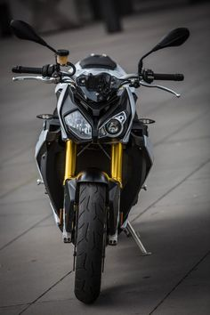 The BMW asymmetrical headlight mask will divide a room (Photo: Loz Blain) Bike Bmw, Moto Bike, Motorcycle Bike, Bmw Motorbikes, Triumph Motorcycles, Custom Motorcycles, S1000r Bmw, Bmw Sport, Motorcycle Manufacturers