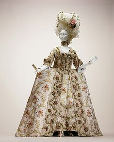 Exhibits Luxury in Fashion RECONSIDERED Dress Robe a la francaise (textile Collection of the Kyoto Costume Institute photo by Taisha Hirokawa 18th Century Dress, 18th Century Costume, 18th Century Clothing, 18th Century Fashion, 17th Century, Rococo Fashion, French Fashion, Vintage Fashion, Vintage Outfits