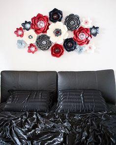 """Como uno poco conocido clásico """"negro se elevó -emblema la tristeza, la rosa roja, emblema del amor.""""  Añadir un poco de ternura, y - aquí está - el conjunto perfecto para el lugar más íntimo en la casa."""