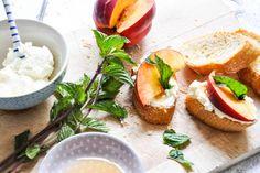 Ricotta-Nektarinen-Crostini I Tiny Spoon Couscous Salat, Tiny Spoon, Ricotta, Avocado Toast, A Food, Fruit, Breakfast, Blog, Babys