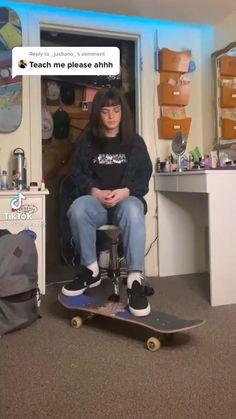 Beginner Skateboard, Skateboard Videos, Penny Skateboard, Skateboard Design, Skateboard Girl, Skater Girl Outfits, Skate Girl, Cool Skateboards, Skate Style