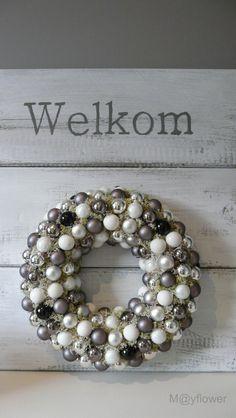 Christmas ball ornaments wreath•☆