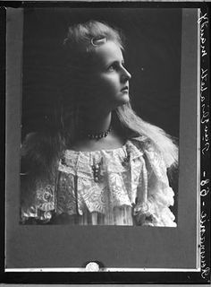 Princess Elisabeth of Romania in future she is Queen of Greece. Prince And Princess, Little Princess, Romanian Royal Family, King George Ii, Queen Sophia, Young Prince, Rare Pictures, Ferdinand, Prince Charles