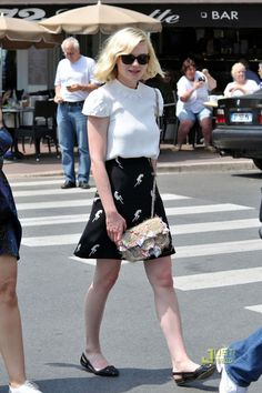 Kirsten Dunst Knee Length Skirt - Kirsten dons a retro look in this A-line black skirt with contrast body silhouettes. Kirsten Dunst, Olivia Palermo, Cute Fashion, Womens Fashion, Fashion Ideas, Kinds Of Clothes, Mode Inspiration, Fashion Inspiration, Miu Miu