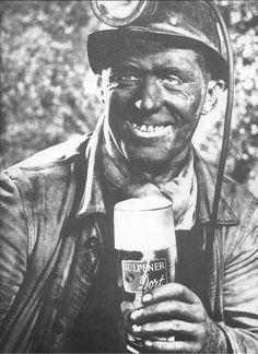 Vijftiger jaren, reclame voor Gulpener Dort! Coal Miners, Delta Blues, Small Engine, Historical Photos, My Dad, The Darkest, Engine Repair, Nassau, Fictional Characters
