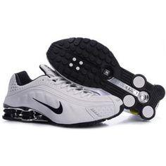 104265 072 Nike Shox R4 White Black J09125