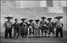 Intrinseco y expectorante: La otra España en las fotografías de Cristina García Rodero..El bombero torero  VITORIA  1978