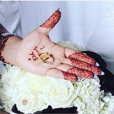 Image may contain: one or more people Arab Wedding, Wedding Pics, Wedding Shoot, Wedding Ideas, Latest Henna Designs, Beginner Henna Designs, Beautiful Girl Photo, Beautiful Hands, Henna Mehndi