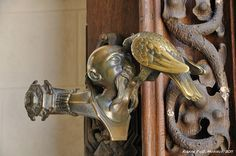 Hluboka - Strange door knob / Poignée de porte bizarre by Doctor of Photography, via Flickr