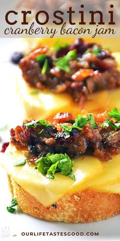Cranberry Bacon Jam Crostini is the perfect party appetizer Bite sized deliciousness thats quick and easy to make will be the hit of your parties year after year Perfect. New Year's Eve Appetizers, Easy Appetizer Recipes, Yummy Appetizers, Christmas Eve Appetizers, Best Party Appetizers, Simple Appetizers, Best Party Food, Vegetarian Appetizers, Appetizer Ideas