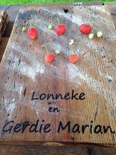 aardbeien op de plank