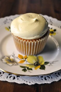 These honey whiskey cupcakes are the perfect boozy treat exclusively for grown ups! They're a little more rustic than the trend for cocktail infused cupcakes and the rich, deep flavour of the honey adds a great sweetness to the buttercream. By adding