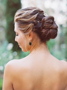 Photography: Michele Beckwith - michelebeckwith.com/ Hair + Makeup: M.U.A.H.  - muahmakeupandhair.blogspot.com/   Read More on SMP: http://www.stylemepretty.com/2016/02/16/english-garden-style-wedding-in-california/