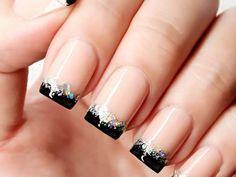 Arte de uñas con manicura francesa en negro. Esmalte transparente con brillo y cristales de Swarosvki. Si no te animas a hacerlo, compra el kit para agregar al borde de las uñas!