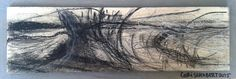 Zeichnung von Cori Schubert - Holz-Zeichnung 4: Kohle, Kreide, Acryl auf Holz (Abstraktion grau Berlin Kohle auf Holz )